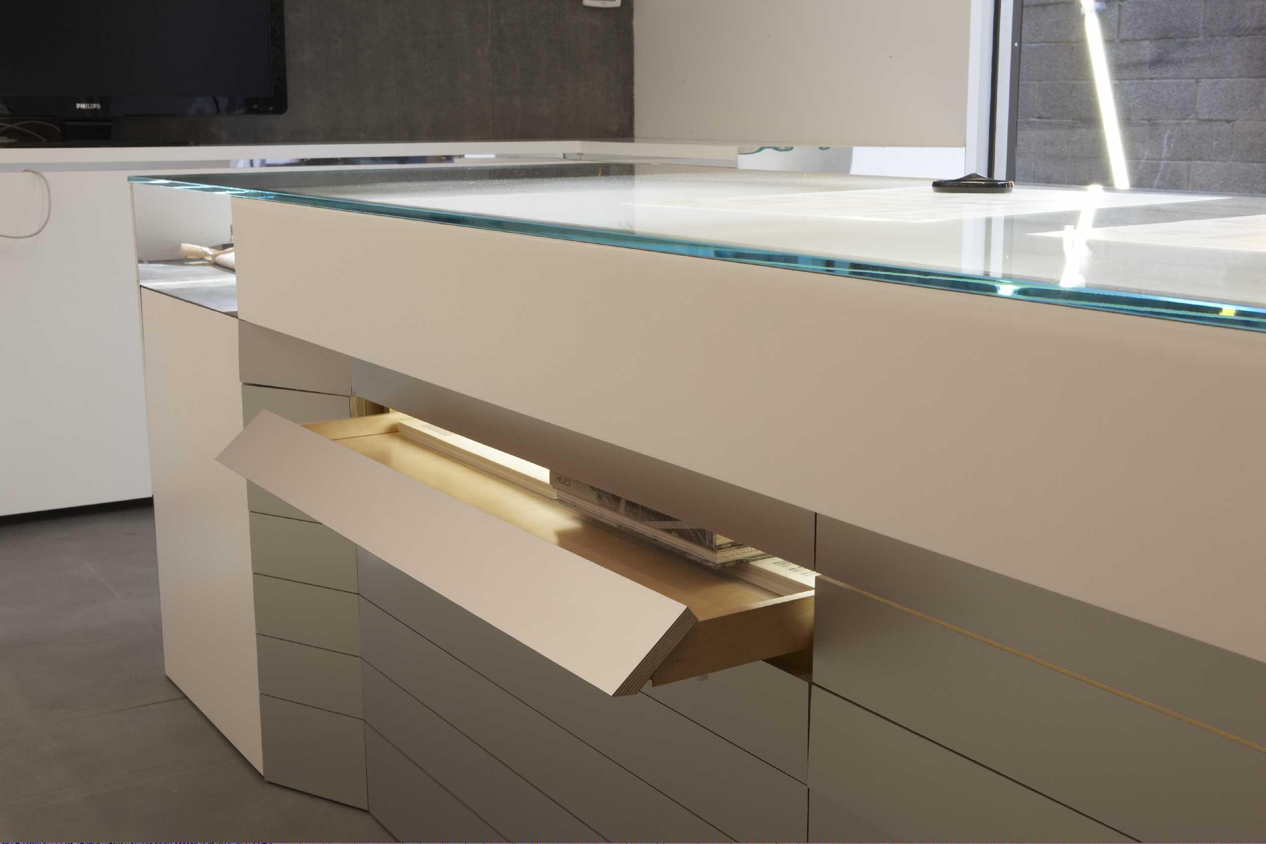 hl23-tin-desk